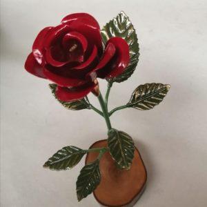 Rosa con base de madera